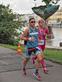running side by side with yvonne van vlerken